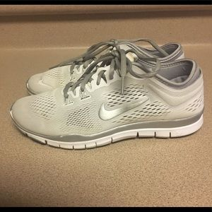 EUC Nike Womens Free TR FIT 4 White/Silver Size 8